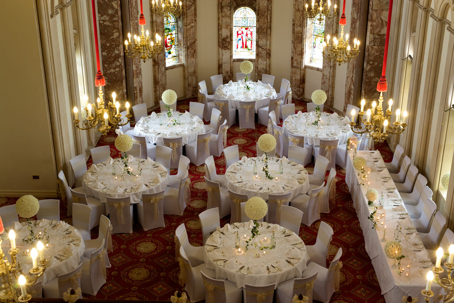 Glamour ivory roses guest tables