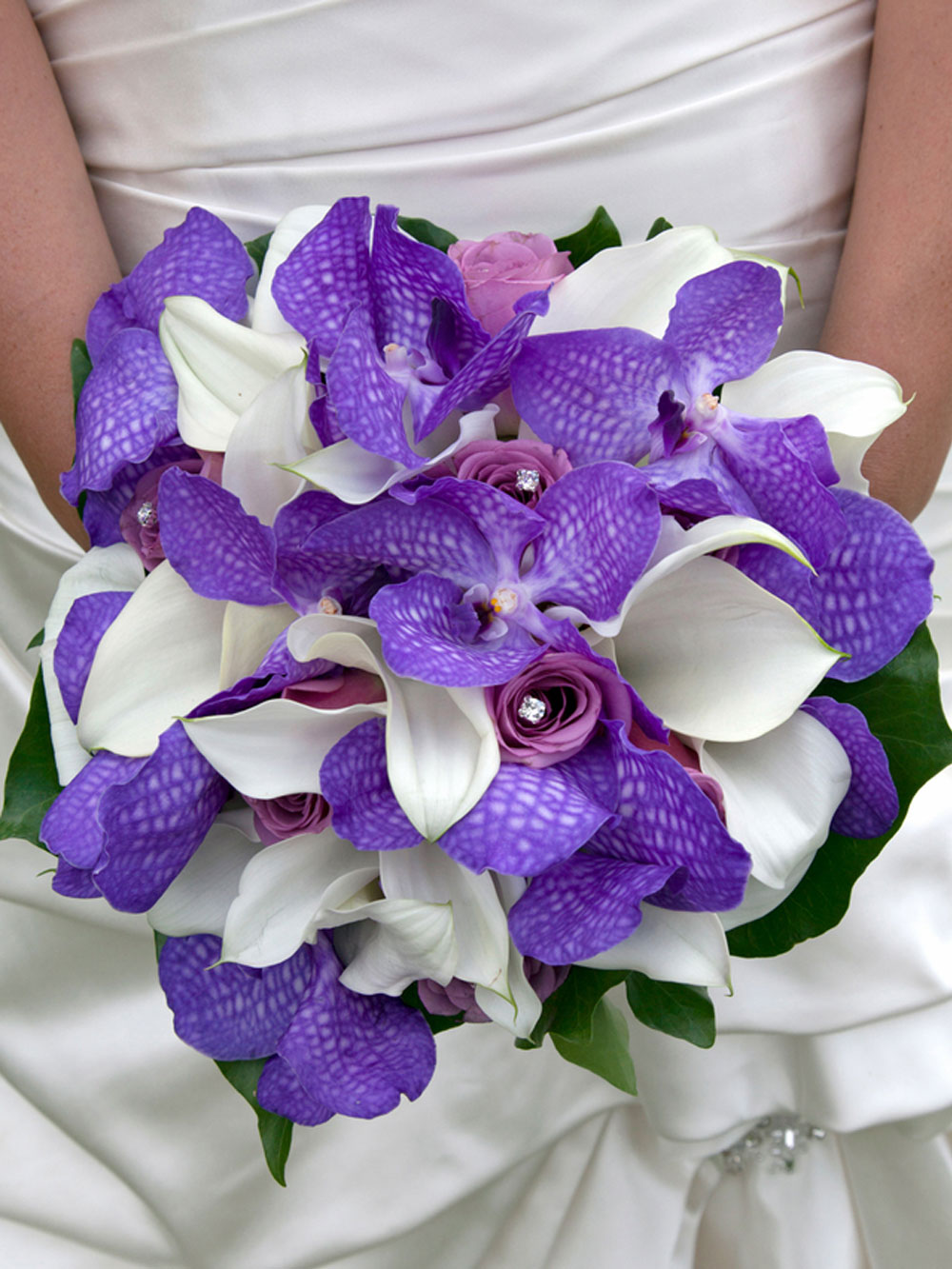 Modern purple orchids bouquet